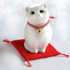 幸せを招く白い猫 Lucky White Cat /Gato q' llama buena suerte