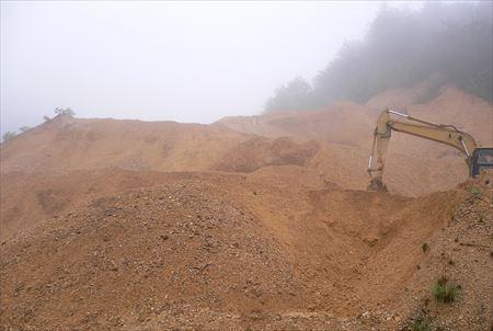 陶石採掘と採石場2