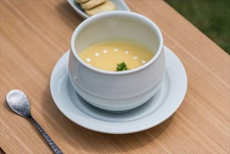 砥部焼 白潟八洲彦 白磁 湯呑 TOBEYAKI  white porcellain cup